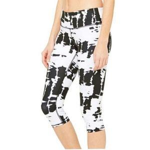 Alo Yoga Black and White Airbrush Capri Leggings